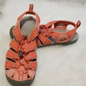 🔥KEEN footwear, peach/gray, women's Sz 8.5